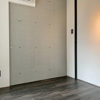 【洋室】洋室もコンクリート打ちっ放しです。