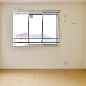 【洋室7帖】明るくゆったりとした空間。