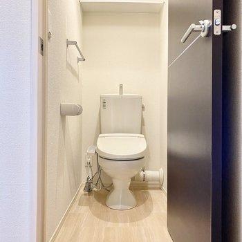 お手洗い。清潔感のあるシンプルな空間。