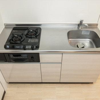 キッチンは2口ガスコンロです。グリルも付いています。