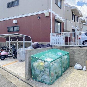 敷地内には駐輪場とゴミ置場が。