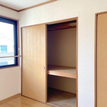 【北側洋室】収納力は南側洋室のものとほぼ同じ。
