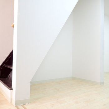 綺麗に整理して、階段下は見せる収納を!