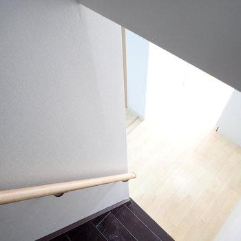 階段は頭をぶつけそうなのでご注意を!