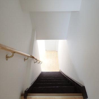 ちょっと急な階段です。
