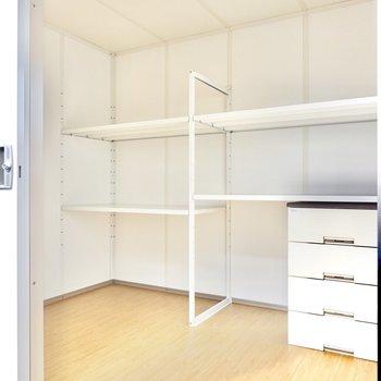 なんと収納スペース!キャンプ用品や仕事の書類を入れておくイメージでしょうか。