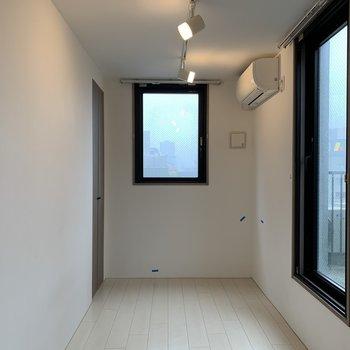 最後の一部屋は2面採光の4.7帖のベッドルーム。※写真は前回募集時のものです