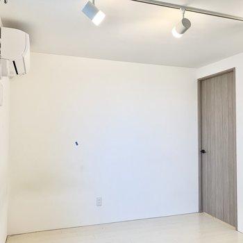 照明も3部屋とも白の素敵なライティングレールでそろえております。※写真は前回募集時のものです