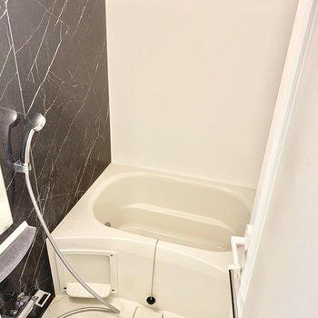 壁がおしゃれなお風呂。※写真は前回募集時のものです