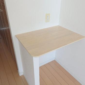 備え付けの作業台もありました(※写真は9階の同間取り別部屋のものです)