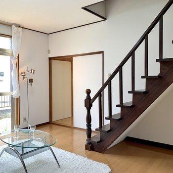 【LDK】背が低めの家具を置くと空間にマッチします。※家具はサンプルのものです