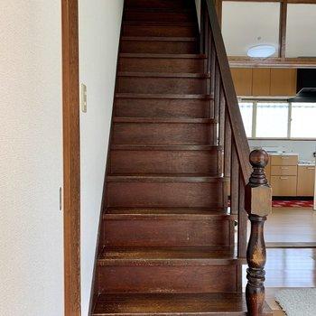 2階へ上がっていきましょう。