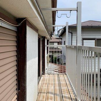 バルコニーに出る時は屋根に頭をぶつけないように注意。