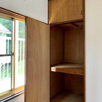 【洋室5.5帖①】収納は窓のそばに。ボックスを活用すると取り出しやすそう。