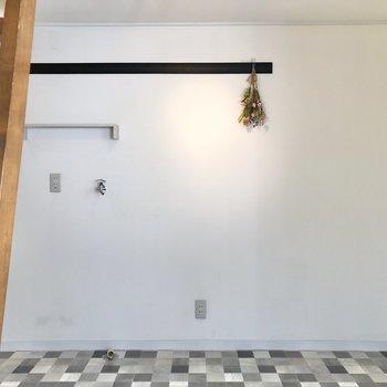 壁の長押を収納として活用してもいいですね。※小物はサンプルです