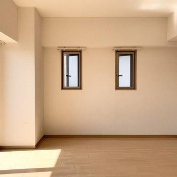 こちらの窓も開きますよ。もちろん網戸付き。(※写真は2階の同間取り別部屋のものです)