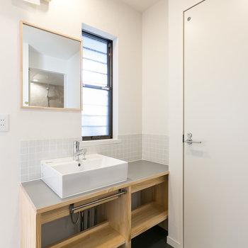 人気の造作洗面台!※写真は同間取り別部屋※床の色は異なります