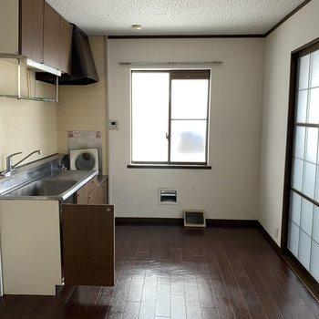 【工事前】キッチンを交換し床も新しく!