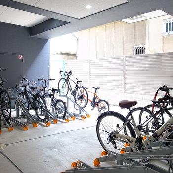 【共用部】駐輪場はマンション内部に。
