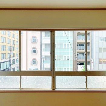 窓からカラフルな建物が見えてたのしいな〜。