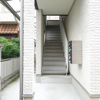 メールボックスは1階の階段前に。