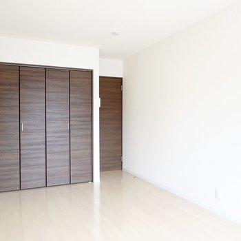 洋室は箱のような形なので、自分好みの家具配置ができます。
