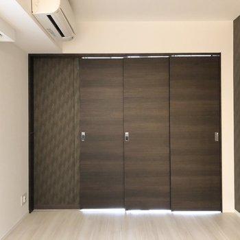 【LDK】扉を閉めてもエアコンがあるため、快適に過ごせます。