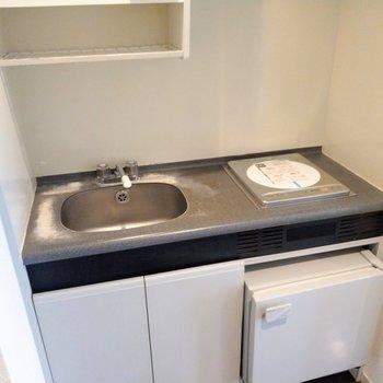 1口IHコンロとミニ冷蔵庫ついてます!(※写真は4階同間取り別部屋のものです)