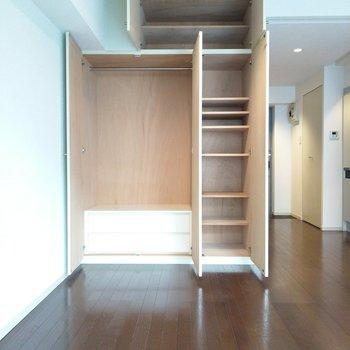 収納は天井までたっぷり!しまう収納も充実してます♪(※写真は4階同間取り別部屋のものです)