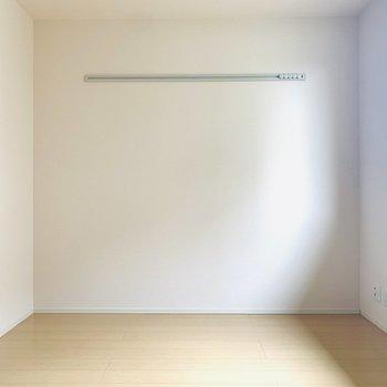 シンプルな色使いなのでどんな色味の家具でもマッチしそうです!