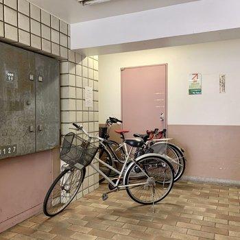 自転車はメールボックス側に。