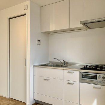 【DK】キッチン上下にしっかり調理器具が収納できます。