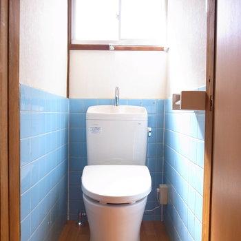 トイレもイマドキのものに。南向きの窓でいつでも明るい雰囲気!