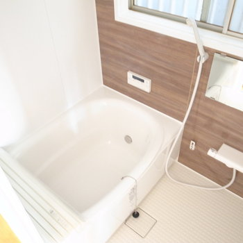 お風呂は総入れ替え!追い焚き機能もついてるんです!