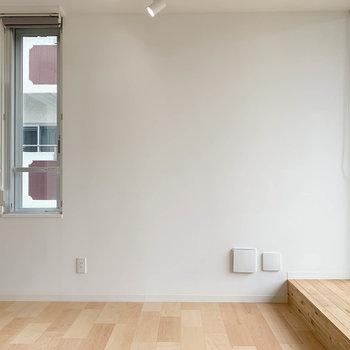角部屋なのでサイドには小窓付きです。※写真は3階の同間取り別部屋のものです