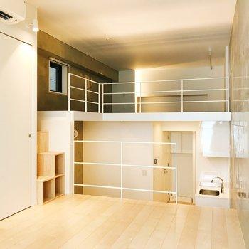 ロフトと吹き抜けが織りなす立体空間。※写真は3階の同間取り別部屋のものです