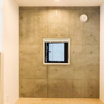 【DK】もうひとつ、降りてきて。コンクリに囲まれた小窓。※写真は3階の同間取り別部屋のものです