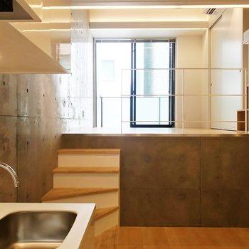 【DK】キッチンからの眺め。※写真は3階の同間取り別部屋のものです
