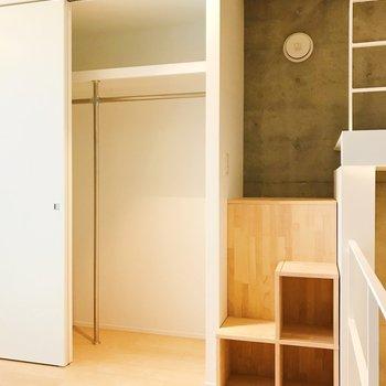 【Bedroom】収納もしっかりと。スキップフロア部分にも収納できますね。※写真は3階の同間取り別部屋のものです