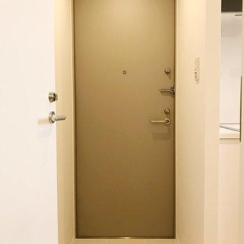 玄関はスタイリッシュに。※写真は3階の同間取り別部屋のものです