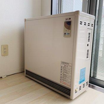 ストーブは蓄熱暖房(電気)になります