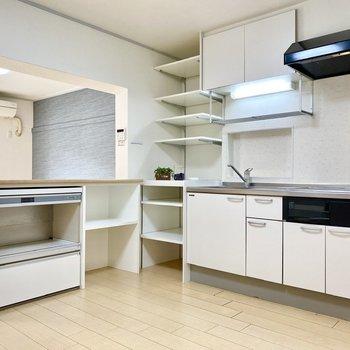 【DK】L字型の広々キッチン。