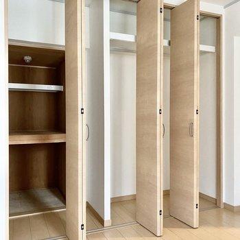 【洋室4.6帖】写真のように扉は移動させることができますよ。