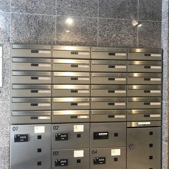 郵便受けと宅配ボックスは2階エントランスに。