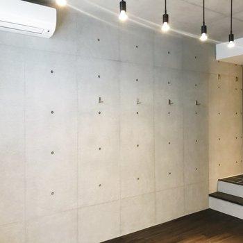 【ディテール】照明とコンクリ壁のコンビにうっとり……