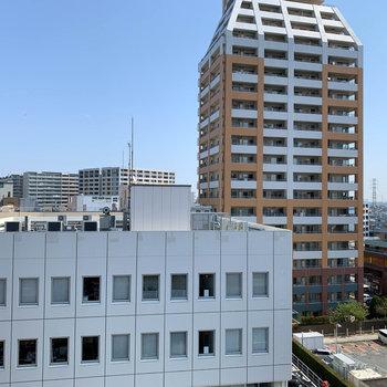 眺望は周辺のビルです。