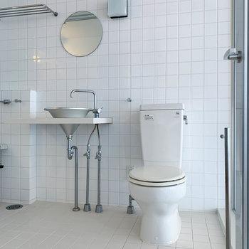 サニタリーは3点同室。スマートなデザイン。