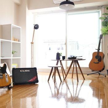 居室スペースは9.1帖ほどでゆとりありますよ。※写真は2階の同間取り別部屋のものです