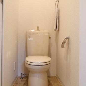 トイレは個室になっています。※写真は2階の同間取り別部屋のものです