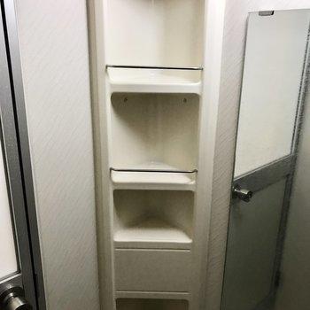 石鹸やシャンプーを置ける棚がちゃんとありました◎